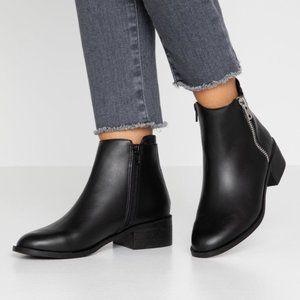 Topshop   KHLOE Leather Black Zip Flat Boots